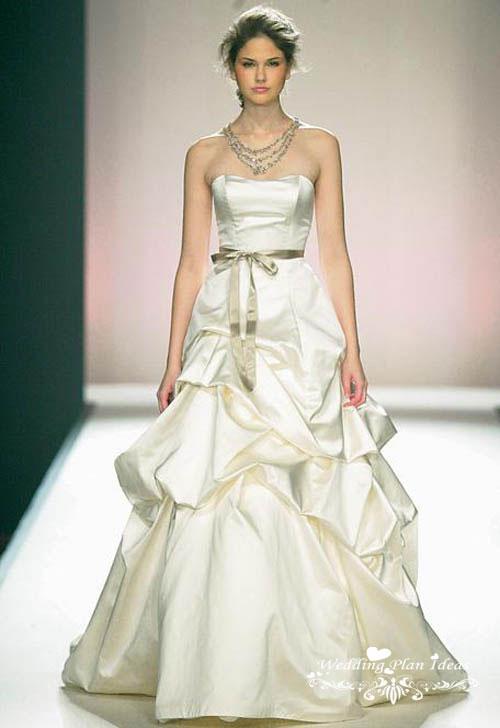 Beautiful strapless wedding ball gown