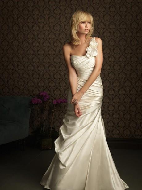 Beautiful ivory one shoulder wedding dresses style