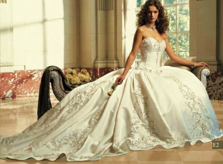 Things Should be Noted before Buying Wedding Gowns