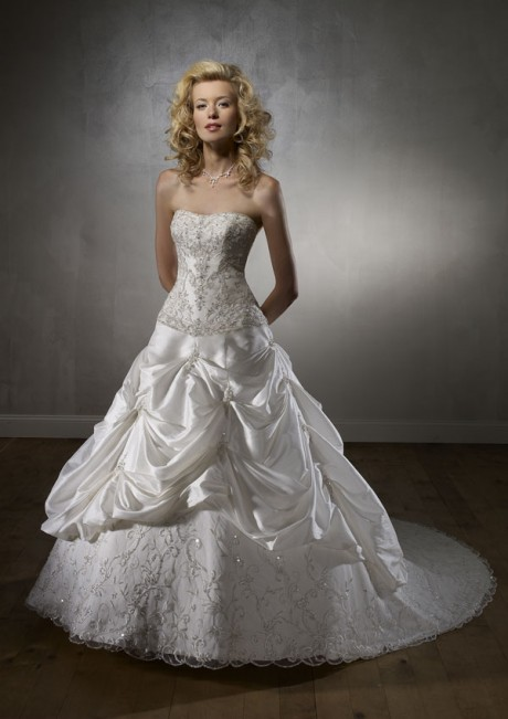 Elegant A Line Strapless Lace Beads Satin Wedding Dress for 2012