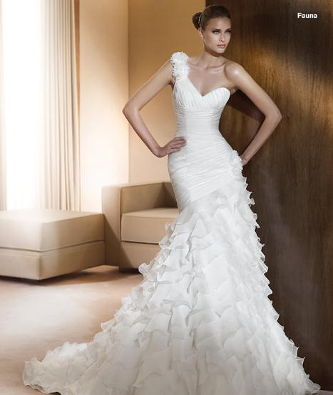 Elegant V Neck Organza One Shoulder Wedding Gowns Style