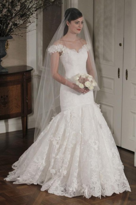 Beautiful sweethearth neckline mermaid wedding dress by Romona Keveza bridal collection