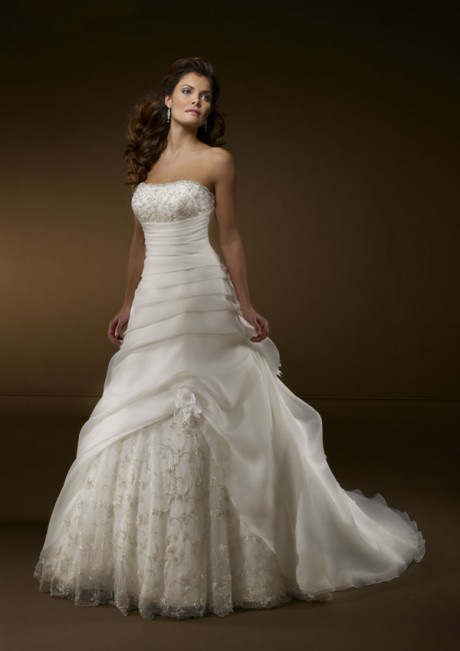 Romantic A Line Strapless Lace Embroidery Train Wedding Dress