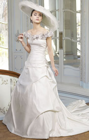 ian stuart A line wedding dress