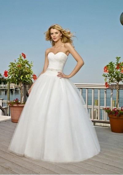 romantic tulle beach wedding dress